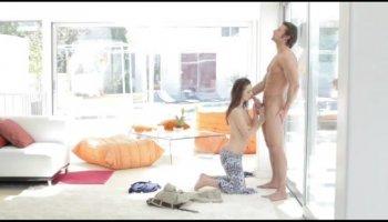 Amateur MILF POV belleza hace el primer porno